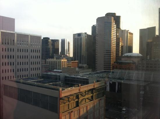 Crowne Plaza Denver: View of Denver skyline from 15th floor room