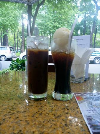 Creperie & Cafe: Iced Coffee and Eiskaffee