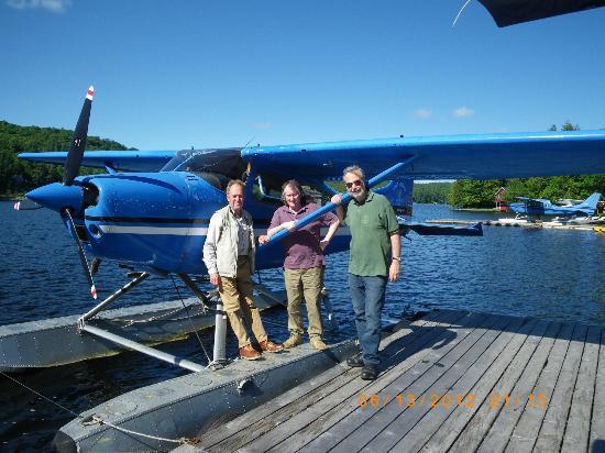 Marina Motel : Jim Payne's Floatplane, 5 minutes away..not to be missed..