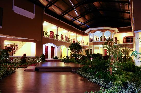 Hotel & Spa Casa Real: Jardín central