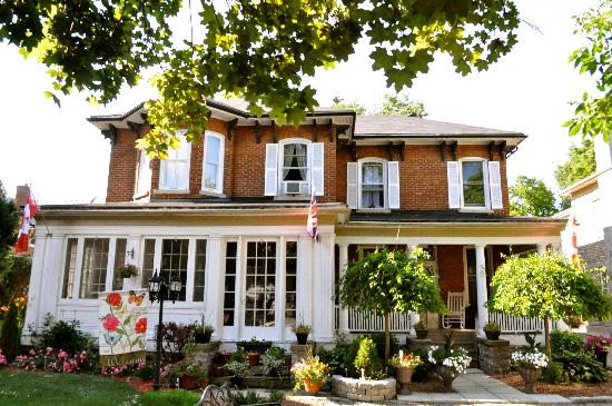 The Old Carriage House B&B: 150 Year Old Victorian Home