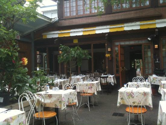 Outside picture of le jardin de panos montreal for Le jardin des frenes restaurant