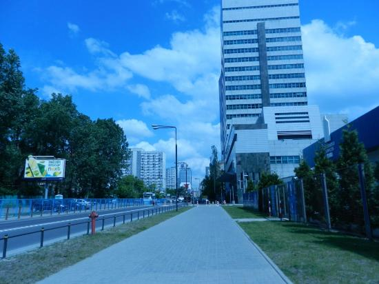 Hilton Warsaw Hotel & Convention Centre : Road where we walked 5-10mins to get a tram