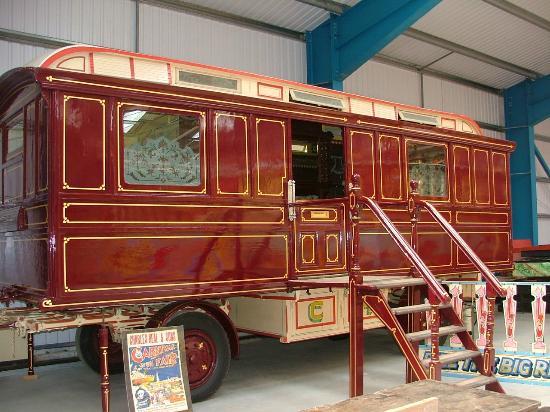 Lifton, UK: An Edwardian Showman's Living Wagon