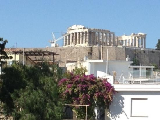 Acropolis Hill Hotel: View from our balcony. If you turned your head in the other direction you could see the sea.