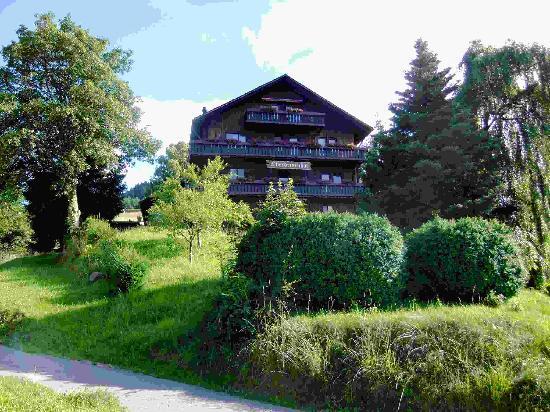 Oberdeisenhof - Landhotel Garni: Landhotel im Schwarzwaldstil