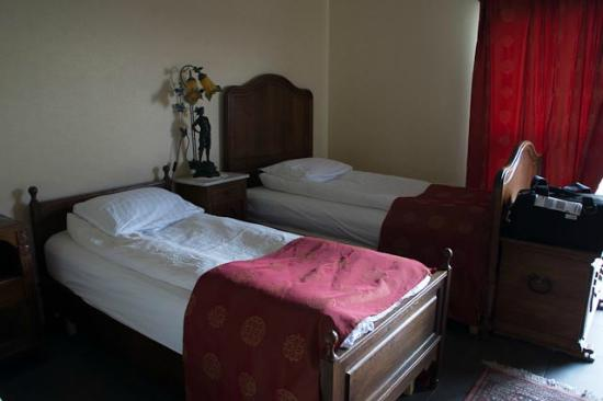 Country Hotel Anna: Two of the three beds