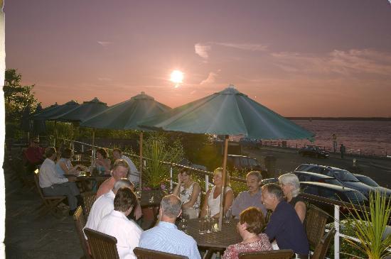 BEST WESTERN New Holmwood Hotel & Restaurant: Sea Facing Terrace