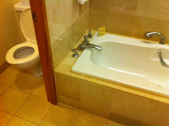 Stamford Plaza Auckland: bath and facilities