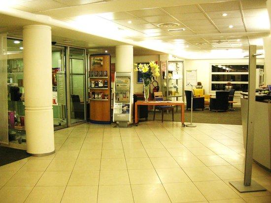 Novotel Nantes Centre Gare : Entrance of the hotel