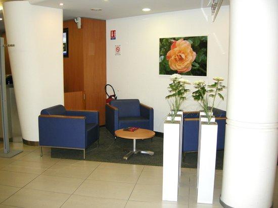 Novotel Nantes Centre Gare : Rest area/Front desk