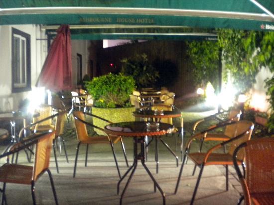 Ashbourne House Hotel : Nice beer garden.