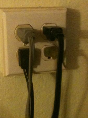 Travelodge Fort Lauderdale Beach : overloaded outlet