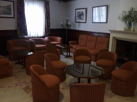 Hotel Aveiro Center: Cafetería - Sala desayunos