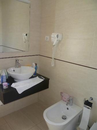 Hotel Aveiro Center: Baño