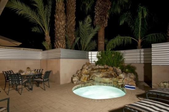 Pura Vida Palm Springs: Waterfall in the private yard of the Grand Pura Vida Suite