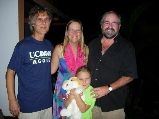 Pousada Tagomago Beach Lodge: My Family with Willi, the wonderful proprietor