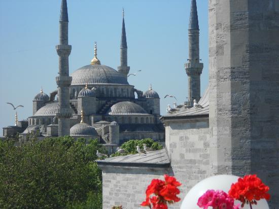 Sultanahmet Hotel: Vista do terraço onde é servido o café da manhã _ Aya Sofia