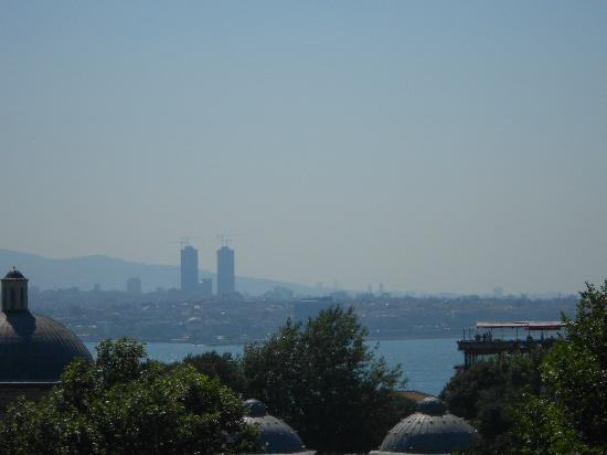 Sultanahmet Hotel: Vista do terraço onde é servido o café da manhã _ Bósforo