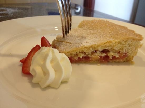Magiric Emporium: Decadent apple & strawberry pie