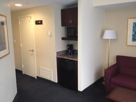 Club Quarters Hotel in Washington, D.C.: fridge, coffee maker and microwave
