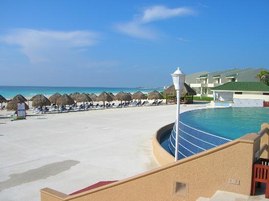 Iberostar Cancun Infinity Pool And Beach