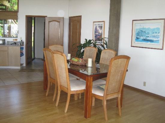 Ekena: Dining Room (Jasmine)