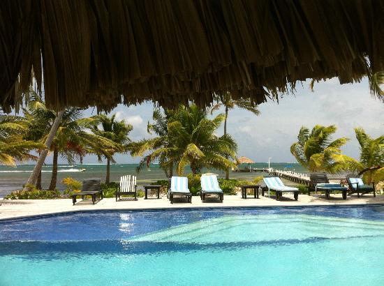 El Pescador Resort: Poolside