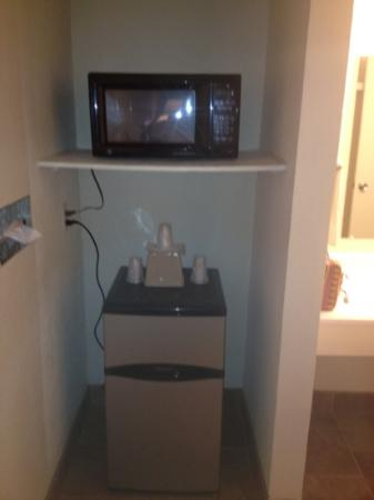Rodeway Inn: mini fridge and microwave, looks new