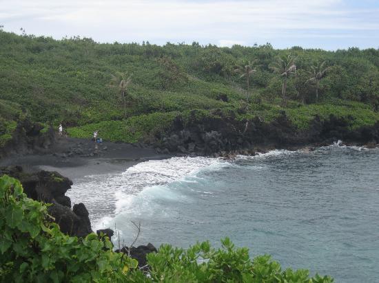 Ekena: Black Sand Beach @ Wai'anapanapa State Park