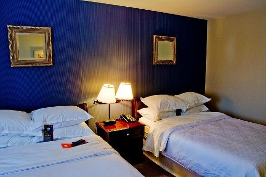شيراتون إنر هاربر هوتل: Room Interior 3