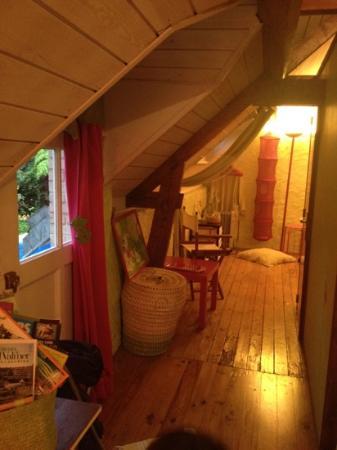 La Fontaine: little hallway