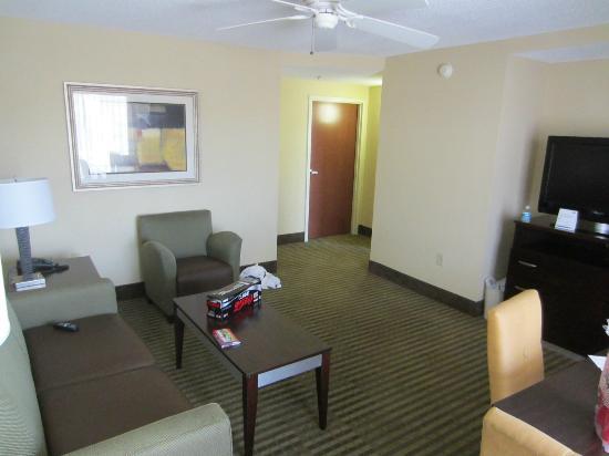Holiday Inn Express N. Myrtle Beach-Little River: Living area