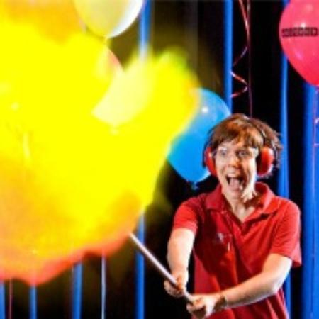 Scitech : Fireballs in the theatre