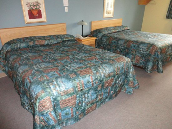 Park Inn Motel : Room with two queen beds