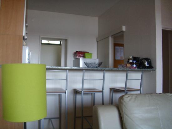 Duplex - Alojamentos Centro Comercial Solmar: kitchenette