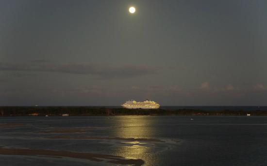 Riviere on Golden Beach: Passing Cruise Ship