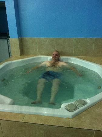 Fort Scott Inn: enjoying the hot tub