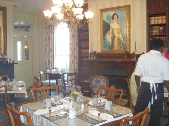 Adele Turner Inn: The Dining Area