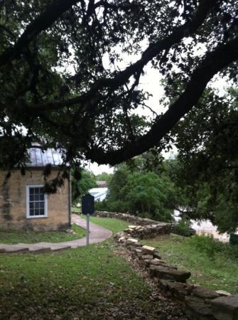 Kuhlmann-King Historical House: path along hillside
