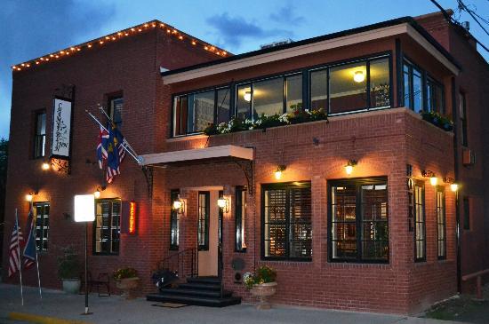 Chamberlin Inn: exterior