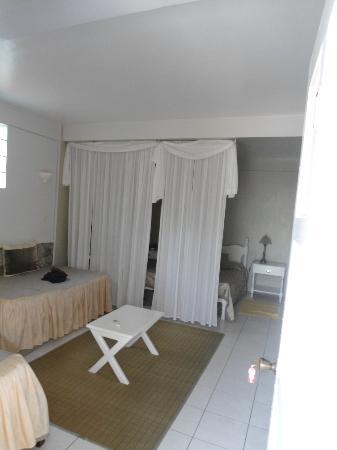 Evergreen Hotel: La chambre