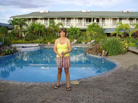 Moanalisa Hotel : Pool and hotel - working solar water heating on roof