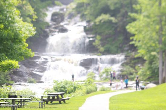 Inn at Kent Falls: Kent Falls
