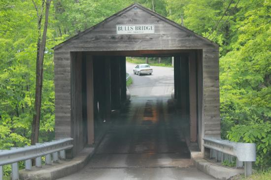 Inn at Kent Falls: Bridge nearby