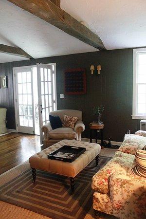 Inn at Kent Falls: lounge area