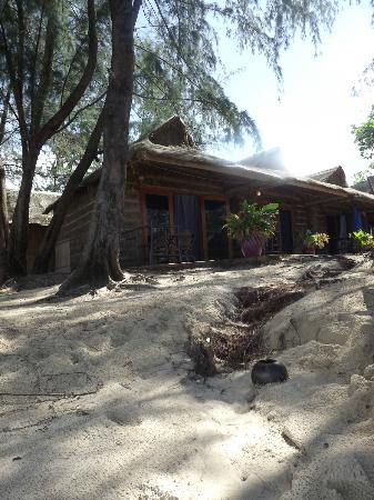 Papa Pippo Bar, Restaurant & Bungalows: View of rooms from beach