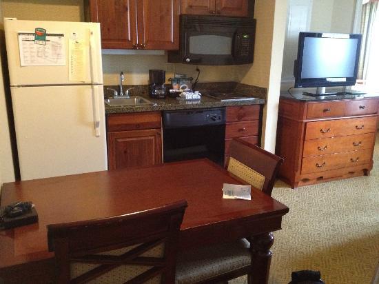 Homewood Suites by Hilton Jackson Ridgeland : fridge has ice maker, bonus!