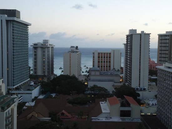 Waikiki Beach Condominiums: Ocean view from roof