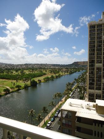 Waikiki Beach Condominiums : Ala Wai Canal view from lanai